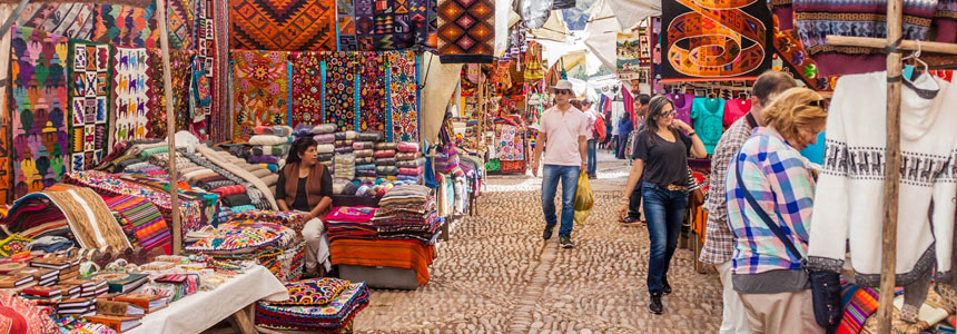 Enjoy the traditional market of Pisac
